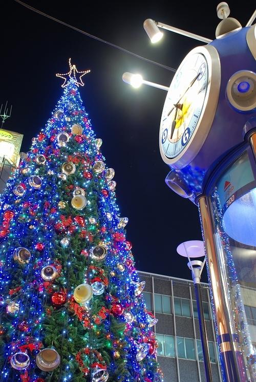クリスマスツリーと時計台